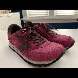 Brooks vintage inspired athletic shoes 9.5